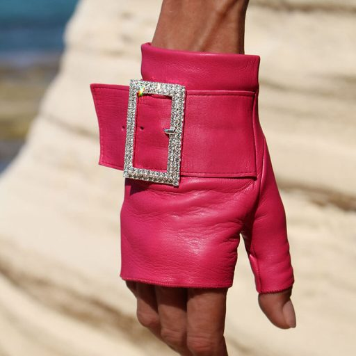 mitones-guantes-piel-hebilla-piedras-strass-Audrey-fucsia-pink-Armèlle-Spain-2