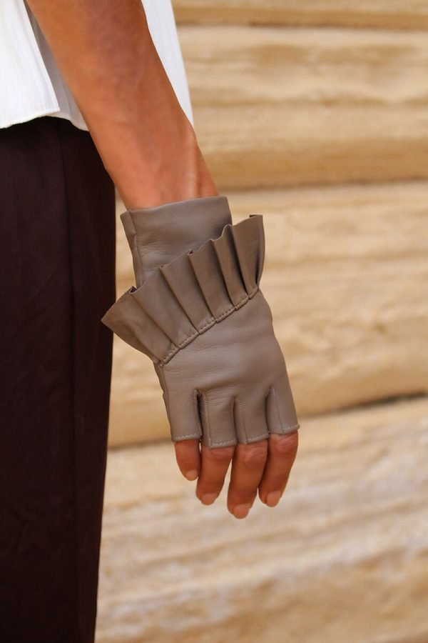 Fingerless-gloves-leather-Giorno-taupe-Spain-Armèlle-2