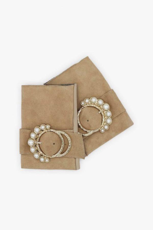 Guantes-sin-dedos-lujo-piel-perla-arena-hebilla-perlas-Armèlle-Spain-1