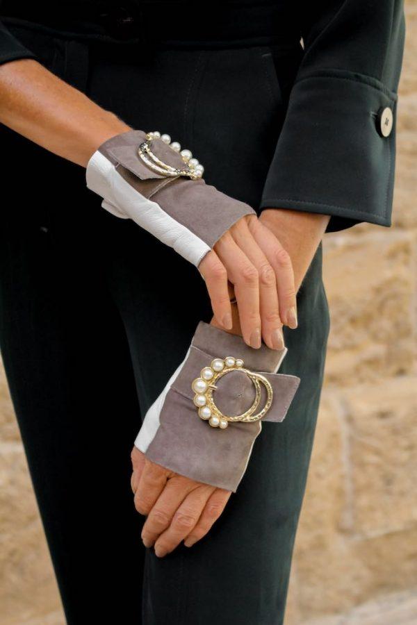 Mitones-piel-perla-gris-blanco-lujo-hebilla-perlas-Armèlle-Spain-4