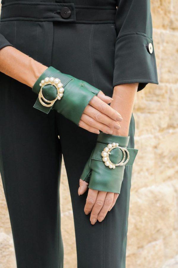 Leder-Handschuhe-fingerlos-Perla-gruen-Perlen-Schnalle-Armèlle-Spain-3