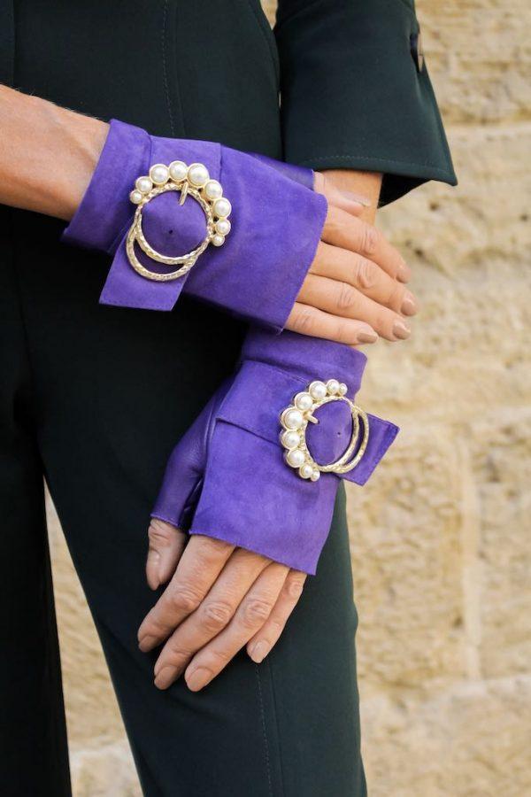 mitones-lujo-cuero-perla-violeta-hebilla-perlas-Armèlle-Spain-4