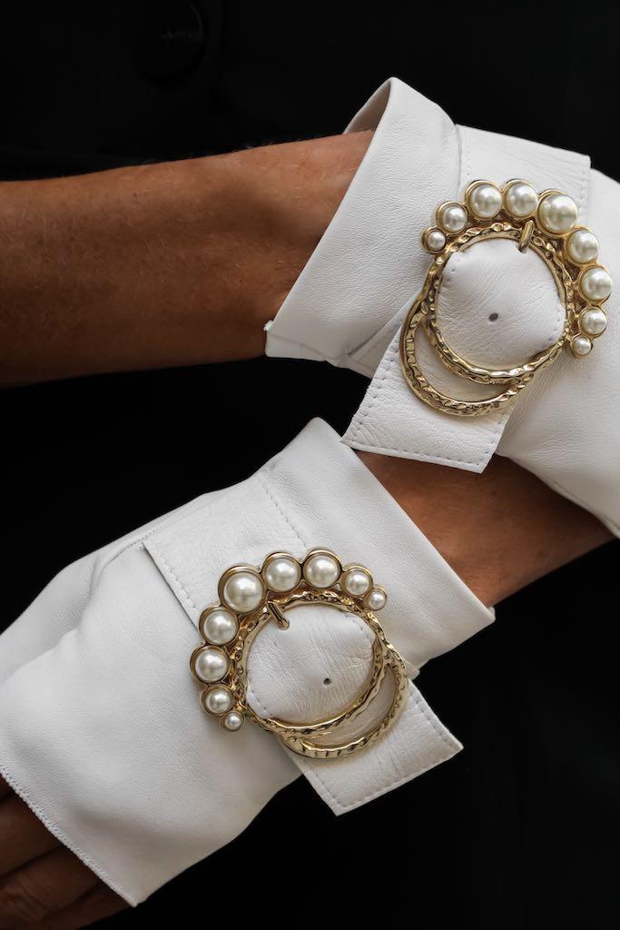 guantes-sin-dedos-piel-Perla-blanco-hebilla-perlas-Spain-Armèlle
